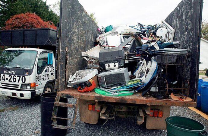 Junk Hauling-Bakersfield Dumpster Rental & Junk Removal Services-We Offer Residential and Commercial Dumpster Removal Services, Portable Toilet Services, Dumpster Rentals, Bulk Trash, Demolition Removal, Junk Hauling, Rubbish Removal, Waste Containers, Debris Removal, 20 & 30 Yard Container Rentals, and much more!
