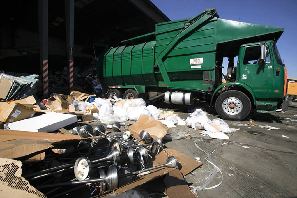 Trash Hauling-Bakersfield Dumpster Rental & Junk Removal Services-We Offer Residential and Commercial Dumpster Removal Services, Portable Toilet Services, Dumpster Rentals, Bulk Trash, Demolition Removal, Junk Hauling, Rubbish Removal, Waste Containers, Debris Removal, 20 & 30 Yard Container Rentals, and much more!